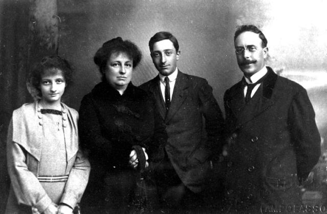 La famiglia Altobello negli anni Venti del '900